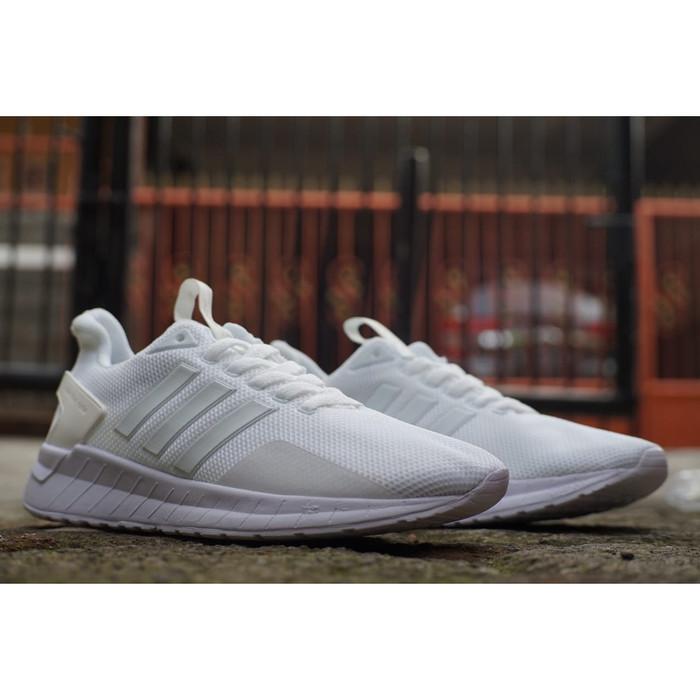 Jual Sepatu Sneakers Pria Adidas Questar Warna Putih Polos