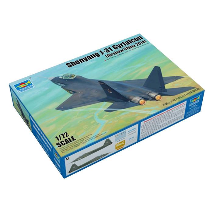 J-31 Gyrfalcon Fighter 1:72 Plastic Model Kit TRUMPETER