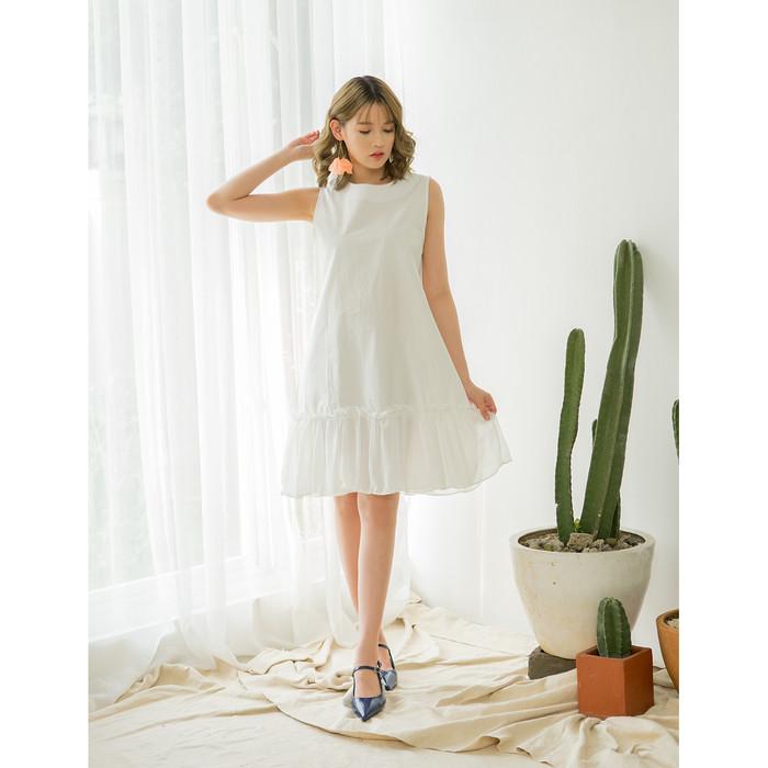 Foto Produk Yuan Market - Frill Shift Dress - White, S dari Yuan Market
