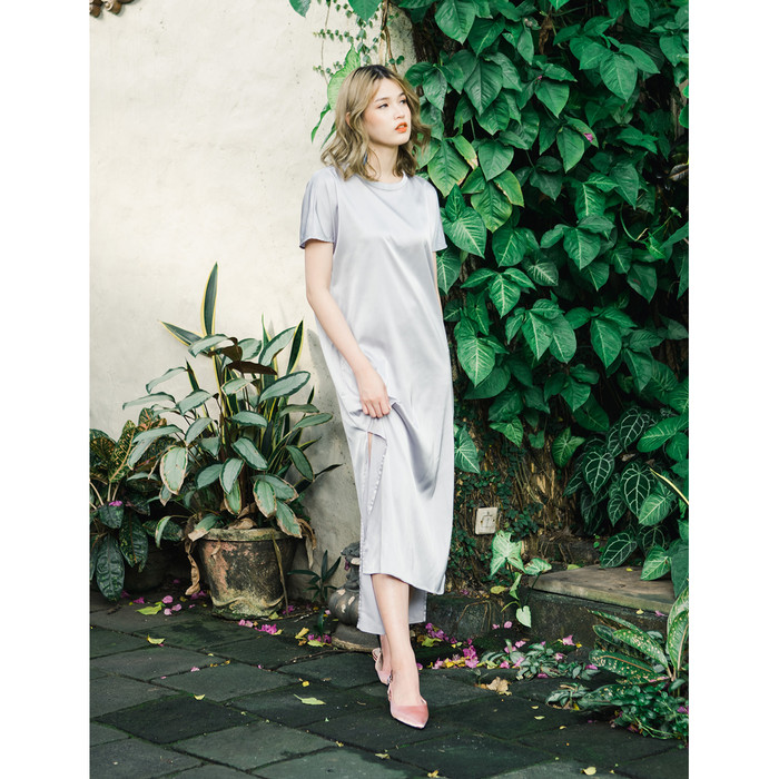 Foto Produk Yuan Market - Satin Dress - Grey, S dari Yuan Market