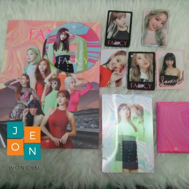 Jual TWICE - Fancy Album PC Lenticular - Momo Jeongyeon Dahyun Sana Mina Na  - Jakarta Barat - Laras Almiraa | Tokopedia