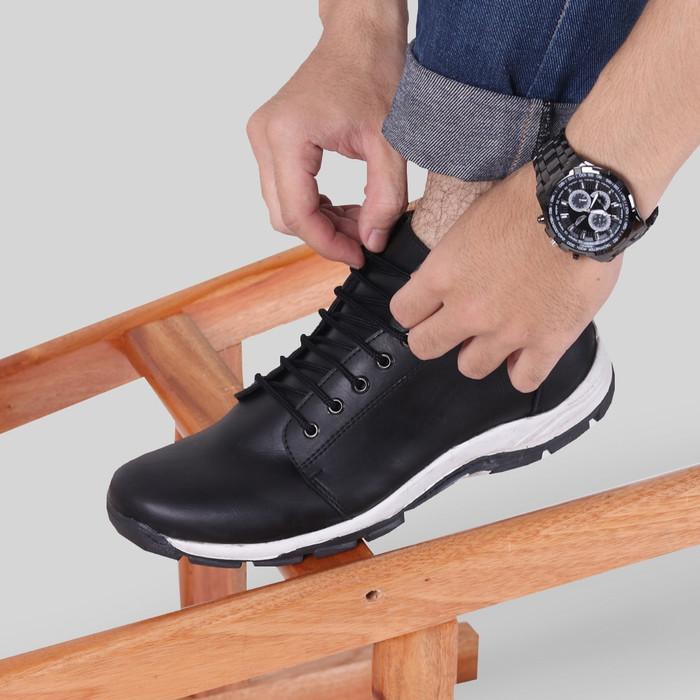 harga Sepatu casual pria s. van decka j-wr010t free jam tangan sport - hitam 43 Tokopedia.com