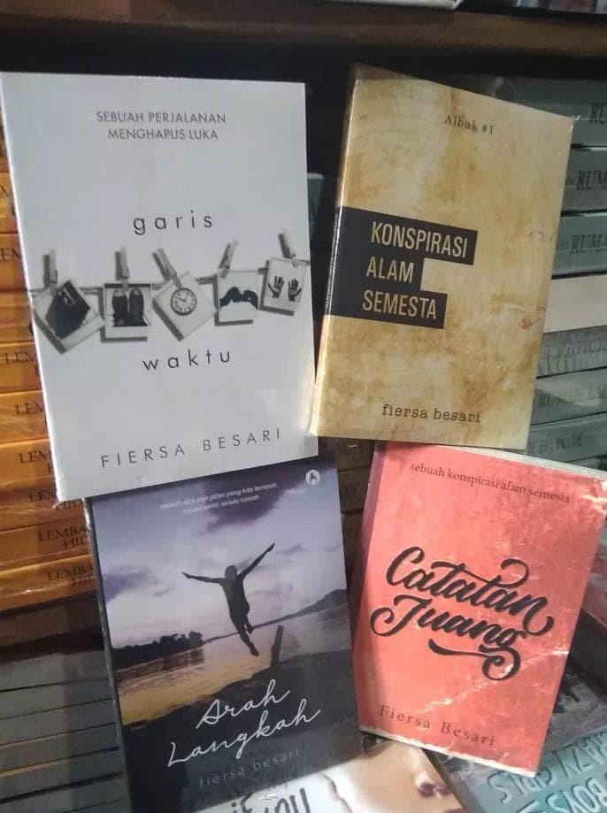 Foto Produk FIERSA BESARI 4 buku GARIS WAKTU, KONSPIRASI, ARAH LANGKAH, CAT JUANG dari fauzani rohmadon