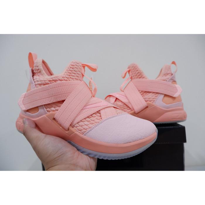 new concept c846b b96b5 Jual Sepatu Basket Lebron Soldier 12 Soft Pink Baru - Kota Batam -  Sportsman Store | Tokopedia
