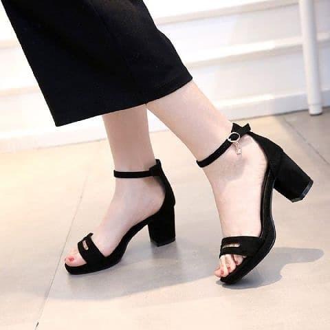 Foto Produk simply heels hak tahu tali - Hitam, 37 dari efraim shoes