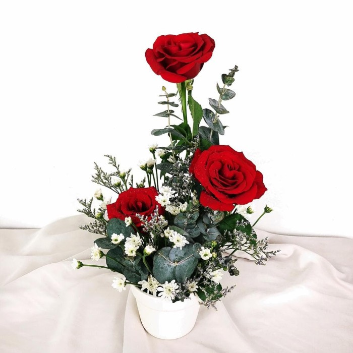 Jual Rangkaian Bunga Pot Bunga Buket Bunga Mawar Merah Jakarta Pusat Flower Studio Id Tokopedia