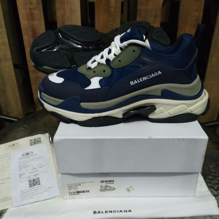 Jual Sepatu Balenciaga Triple S Navy White Sneakers Pria Premium