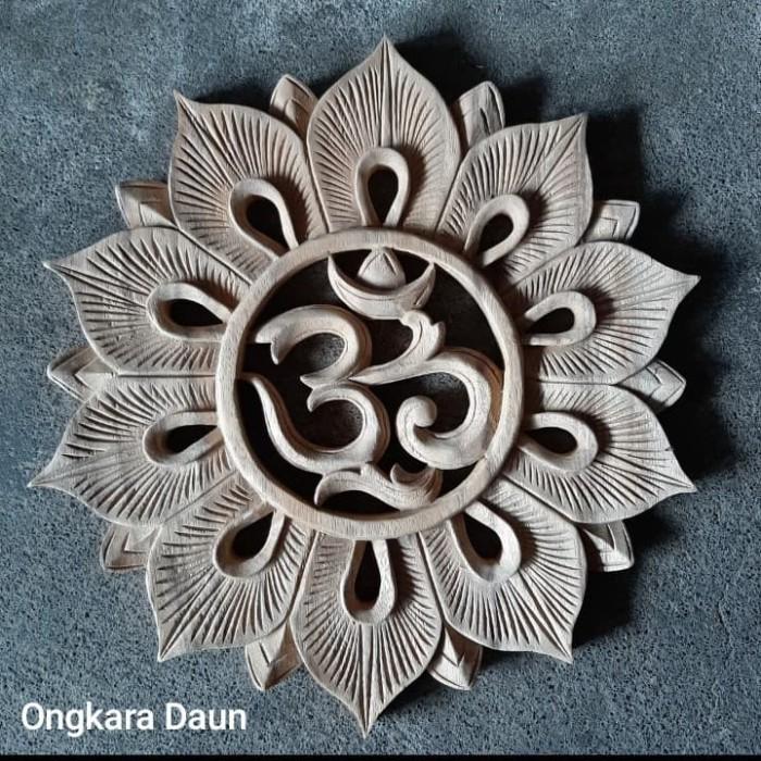 Jual Hiasan Dinding Kayu Ukiran Bali Motif Rangkaian Bunga