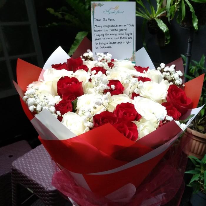 Jual Promo Buket Bunga Cantik Mawar Merah Putih Harga Terjangkau Jakarta Barat Ayudia Florist Tokopedia