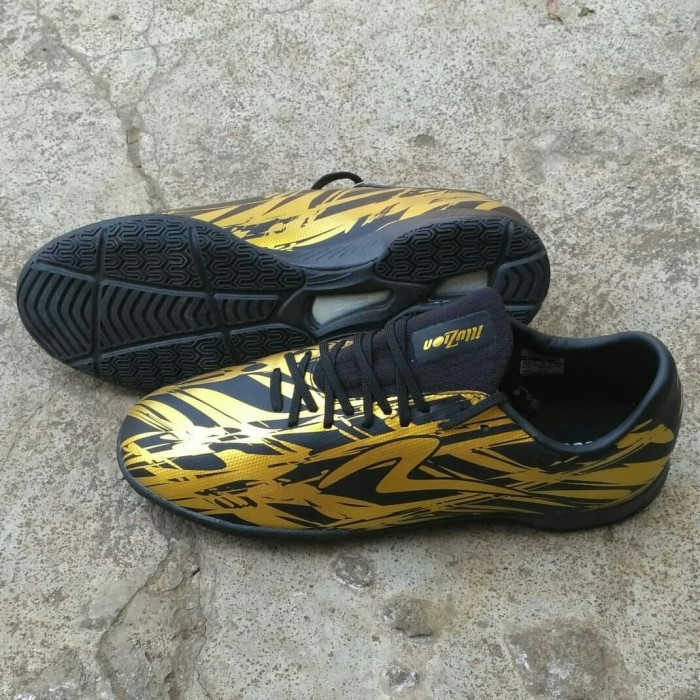 Jual Sepatu Futsal Specs Accelerator Illuzion Hitam Emas
