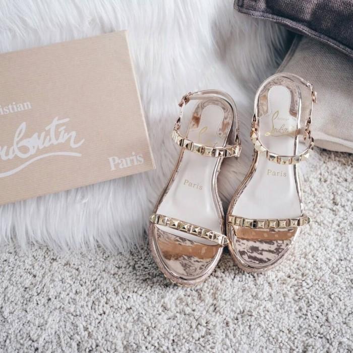 reputable site cac0d ce6a4 Jual Christian Louboutin Cataclou 60 Studded Metallic Sandals - Kota Batam  - TasBrandedKita | Tokopedia