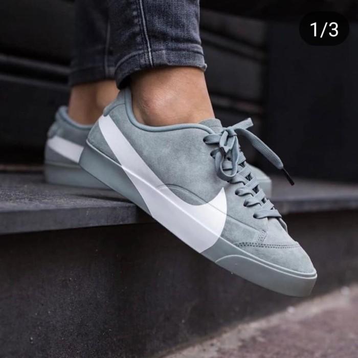 Nike Blazer Low Oversized Swoosh Grey