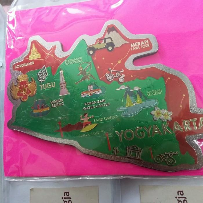 Foto Produk Souvenir Yogyakarta Magnet Kulkas Maps Foil Hijau dari RAFANIA SOUVENIR JOGJA
