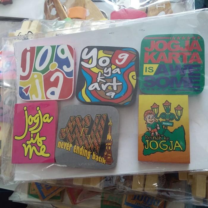 Foto Produk Souvenir Yogyakarta Magnet Kulkas Kayu Warna dari RAFANIA SOUVENIR JOGJA