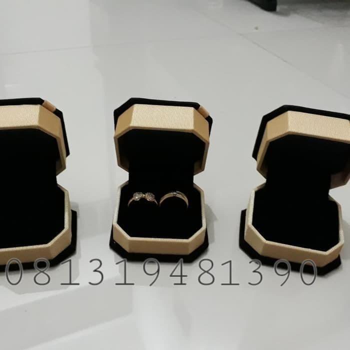 Foto Produk TERMURAH Box Kotak Tempat 2 Cincin Lamaran Tunangan / Kawin Nikah Emas dari putri aliana