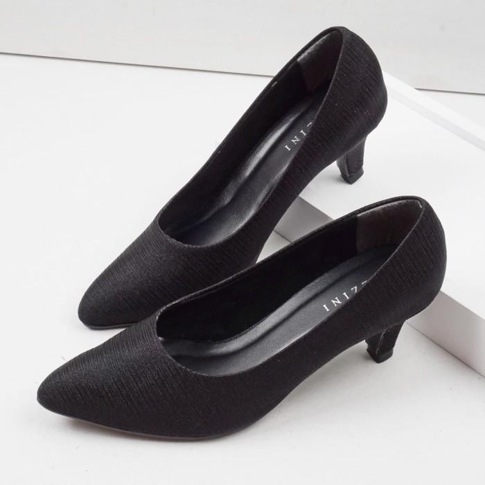 Foto Produk Guzzini MN 511 Hitam - Sepatu Pump Heels Satin Serut Wanita dari Guzzini