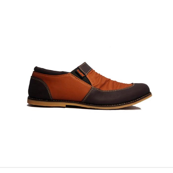 Foto Produk D-Island Shoes Slip On Vintage Wrinkle Leather - Cokelat Tua - 39 dari D-island Shoes