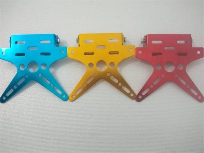 Foto Produk bracket braket breket dudukan plat nomor model kupu warna merah biru dari Aryaoye6789
