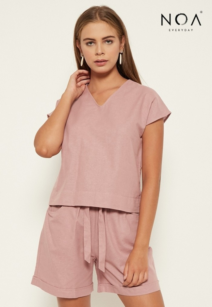 Foto Produk NOA Everyday Blouse Wanita YUNA Basic V neck Dusty Pink - M dari Noaeveryday