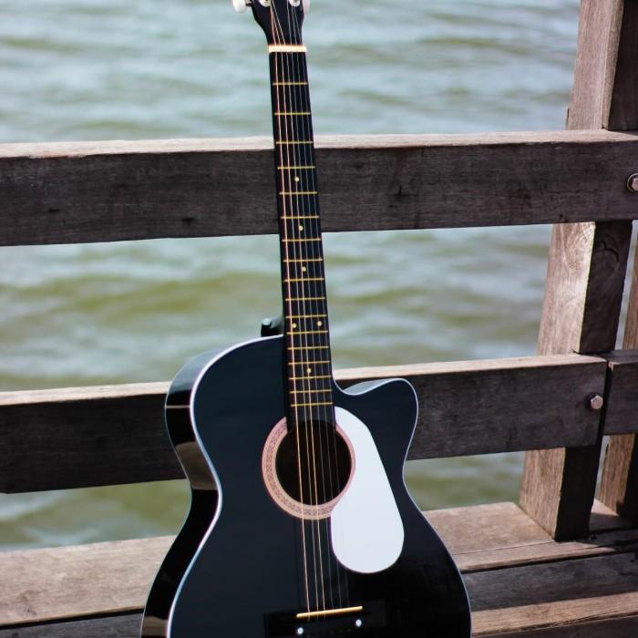 Foto Produk gitar akustik hitam glossy free softcase dari JakartaUndercover.id