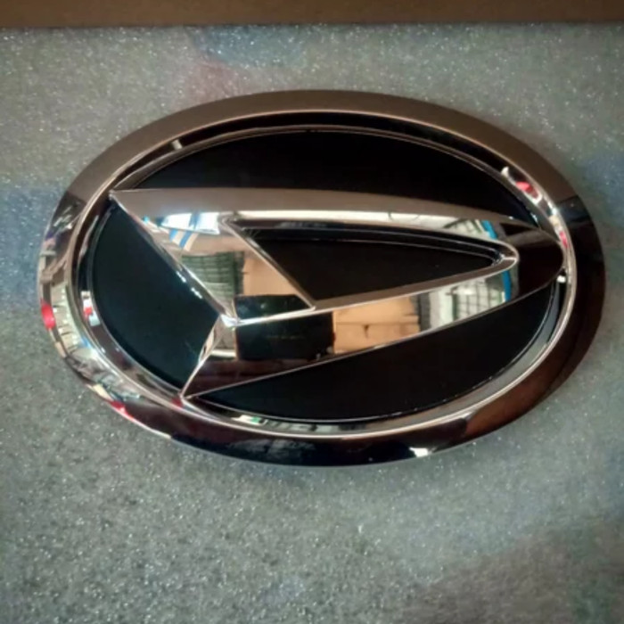 Foto Produk emblem grill depan great Xenia atau sigra asli no part bz290 ready dari Auto Dolphin Parts