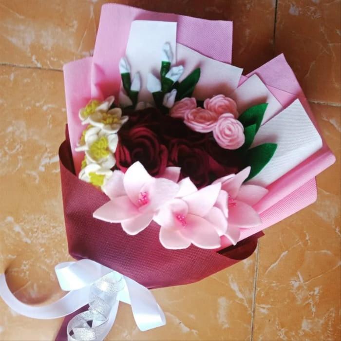 Jual Buket Bunga Mawar Flanel Cantik Untuk Hadiah Wisuda Ultah Anniv Dll Jakarta Pusat Murahlaris34 Tokopedia