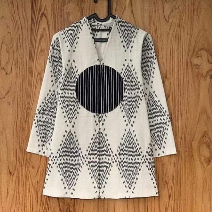 Foto Produk blouse tenun batik gaya spesial putih premium baju kantor dari Tenun Ikat Mulia Jaya
