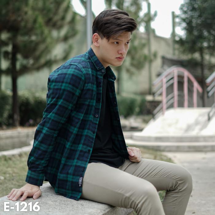 Foto Produk Kemeja Flanel Pria Lengan Panjang Hijau Navy / Baju Kasual Casual Cowo dari Simpleclothes.id