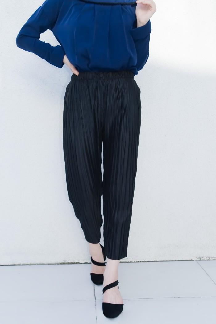 Foto Produk Kakuu Basic - Pleat Pull-Up Pants dari Kakuu Basic