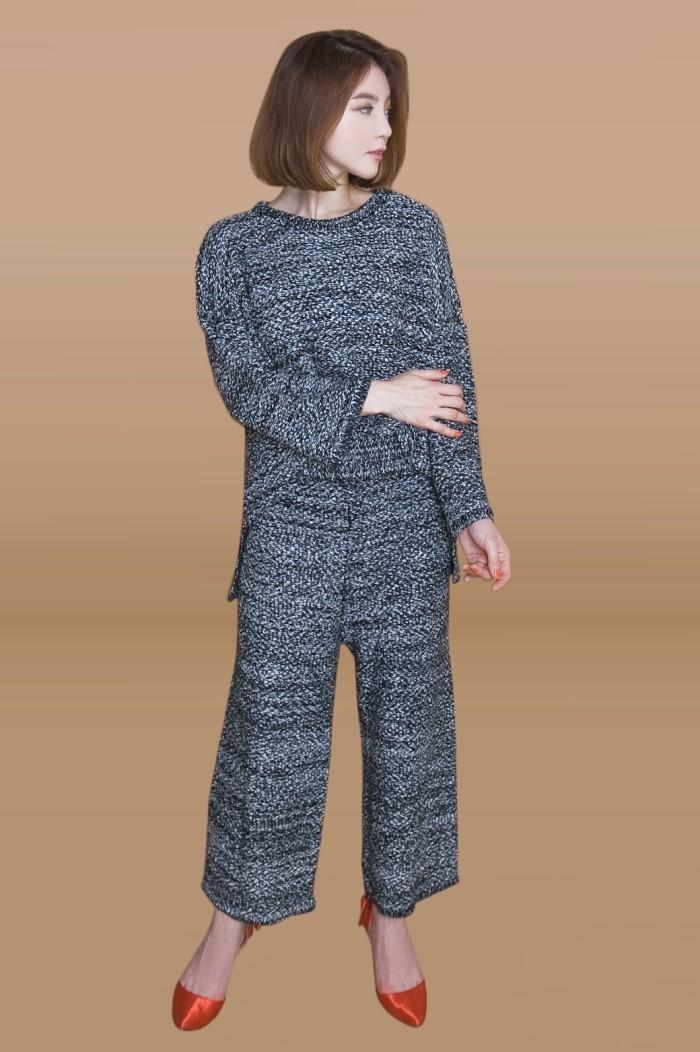 Foto Produk Kakuu Basic - 1 Set Knit Top + Pants dari Kakuu Basic