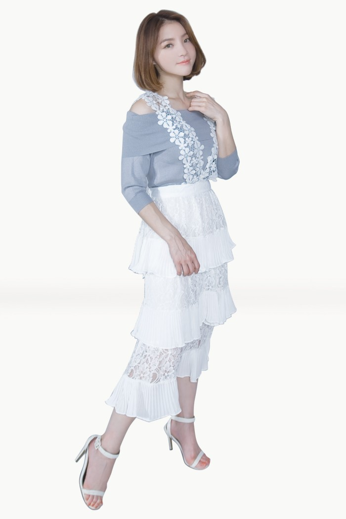 Foto Produk Kakuu Basic - Lace Stack Suspender Skirt dari Kakuu Basic