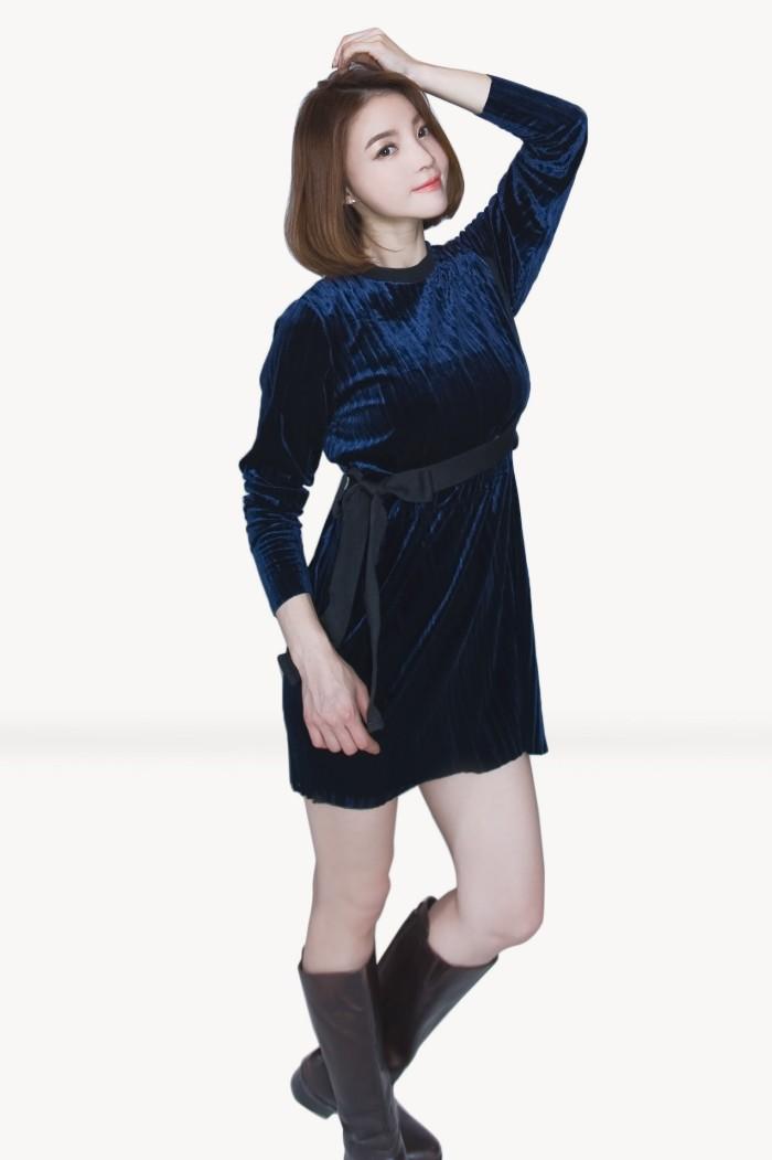 Foto Produk Kakuu Basic - Velvet Mini Dress dari Kakuu Basic