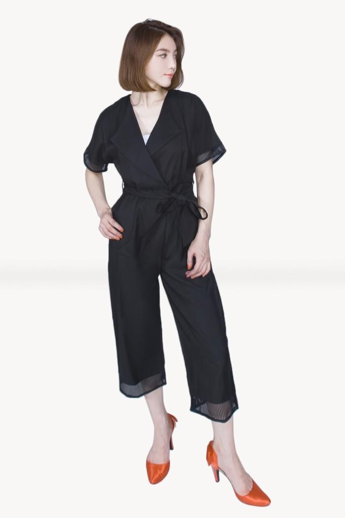 Foto Produk Kakuu Basic - Belt Set V-Neck Jumpsuit dari Kakuu Basic