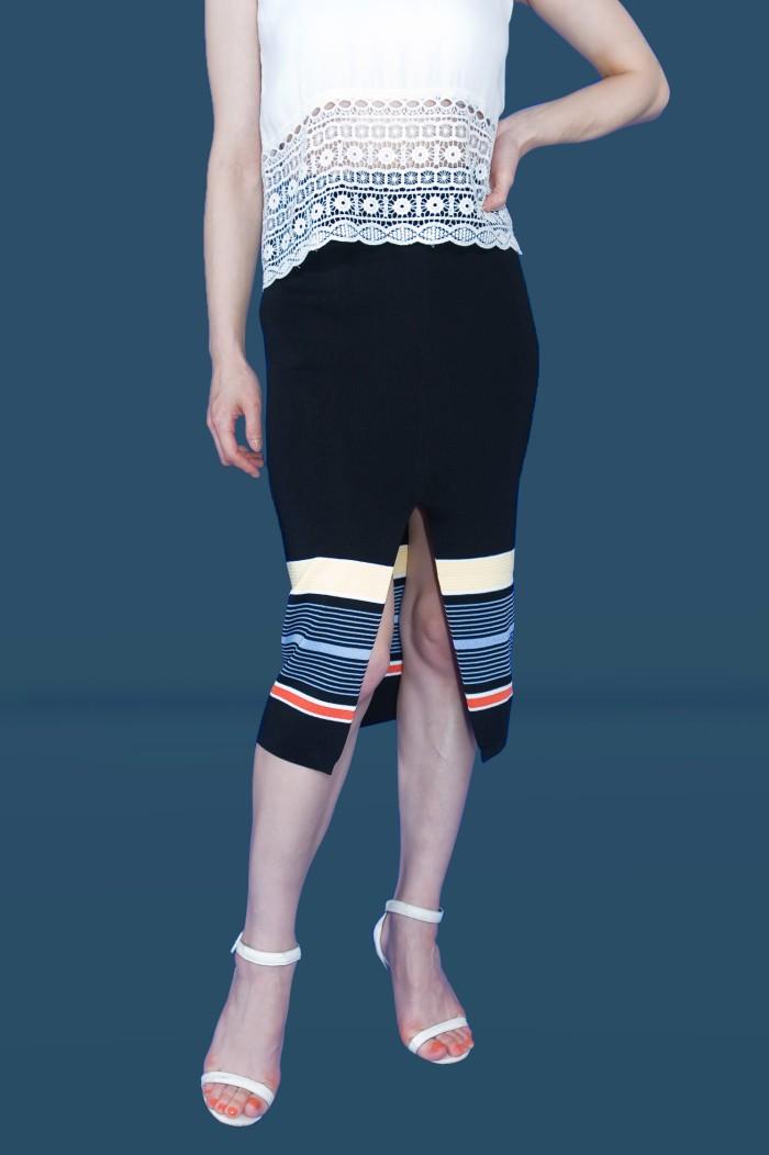 Foto Produk Kakuu Basic - Front Slit Midi Skirt dari Kakuu Basic