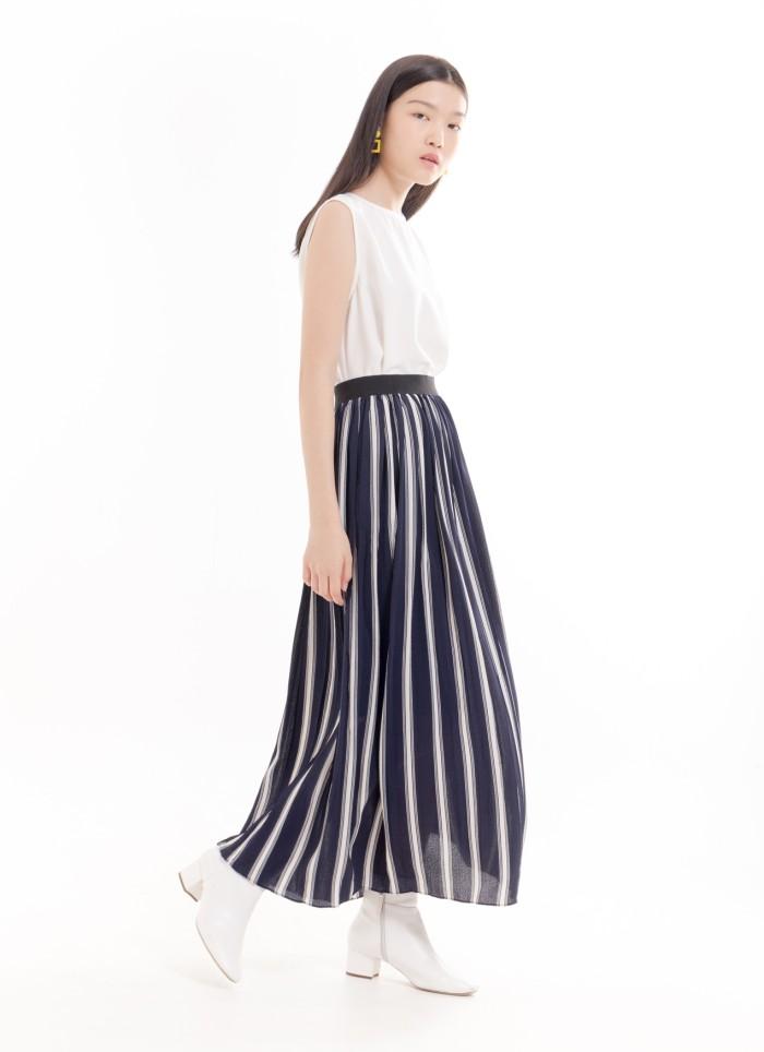 Foto Produk Roseate Skirt - Stripe Navy Bobo Tokyo dari Bobo Tokyo