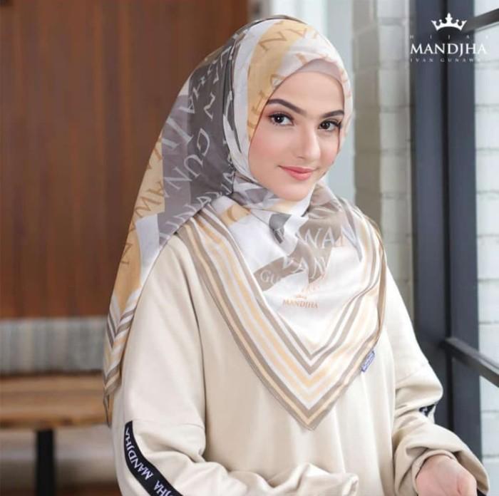Foto Produk Hijab monogram cream mandjha ivan gunawan dari Oq_indoStore