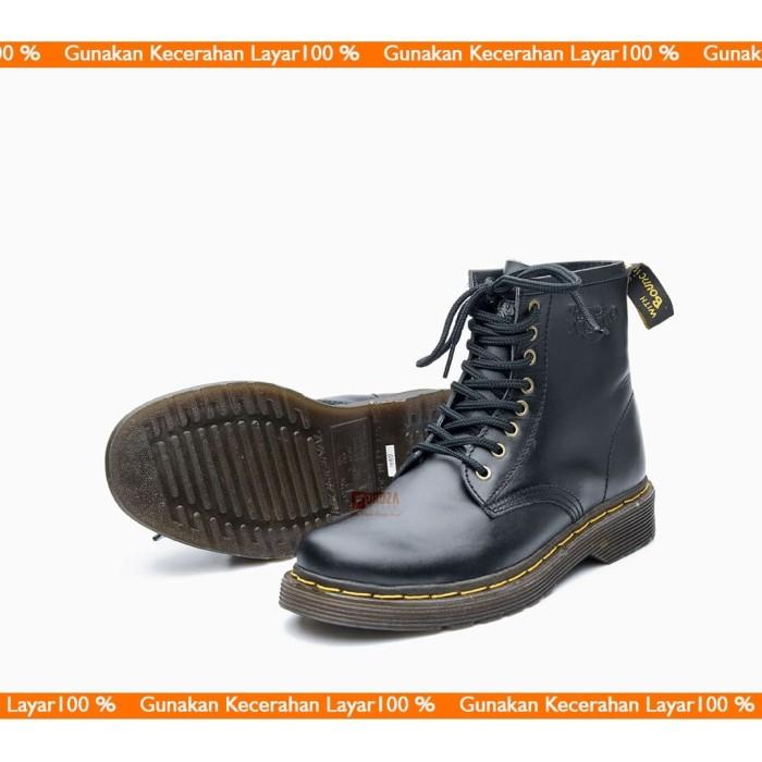 Foto Produk Sepatu Boot Pria Boots Casual Kulit Asli Docmart Legend 8 hole 1080 - Hitam, 40 dari Moralist
