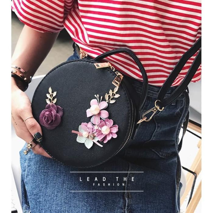 Foto Produk Tas Selempang Q2687 Sling Bag Wanita Model Bulat Motif Bunga Kekinian dari Gudang Distributor Murah