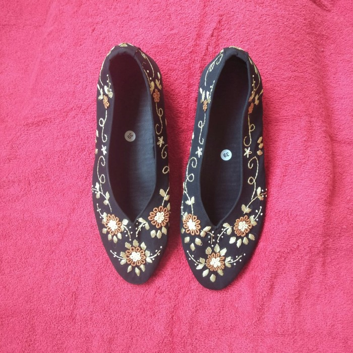 Jual Sepatu Sulam Size 39 Bunga Coklat Kota Tangerang Selatan Asih Hijab Cantik Tokopedia