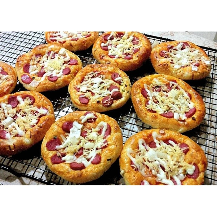 Foto Produk HOMEMADE PIZZA MINI (8 pcs) dari Keysskitchen