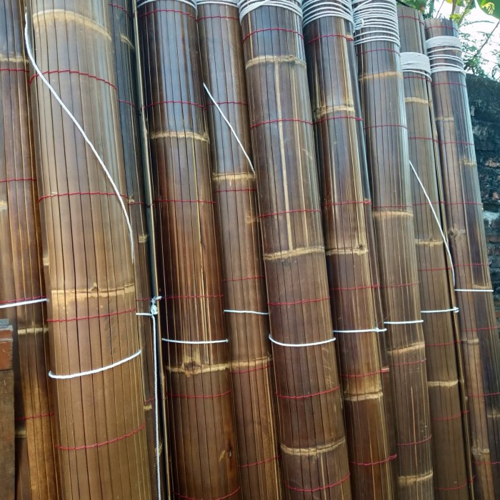 Foto Produk tirai kerai bambu item sudah divernish dari rahmatun krey