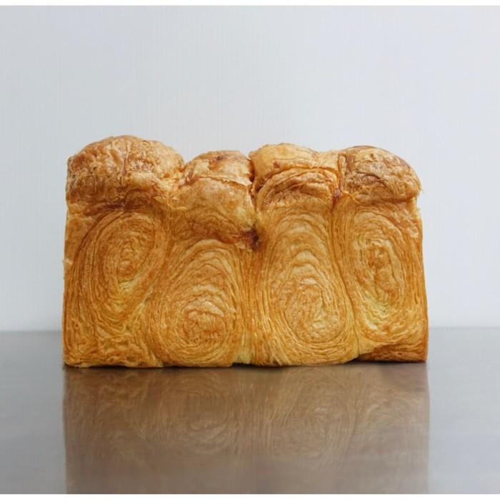 Foto Produk Croissant Loaf dari Weirdough Bakehouse