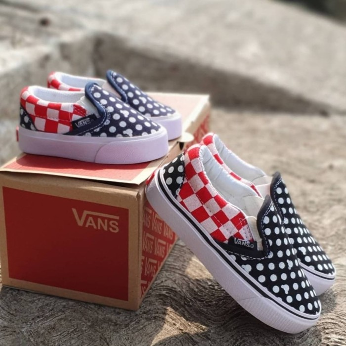 vans shoes black and red