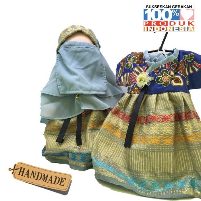Foto Produk Boneka Anak Faceless Radinka dolls Outfit Batik Songket - Nurjanah dari Kids Learner