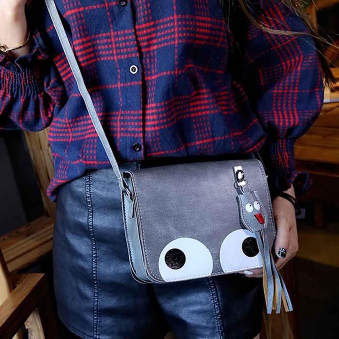 Foto Produk TAS033 Eyes Bag Messenger Bentuk Kotak Motif Mata Besar Bahan Kulit PU dari Raja Celana Cimahi