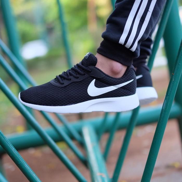 Nike Tanjun Trainers Black White