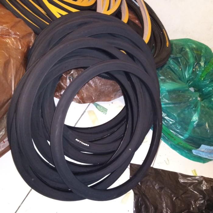 Foto Produk 20 x 1 3/8 Ban luar Sepeda Deli Tire Swallow hitam balap / kursi roda dari Sekawan Sepeda