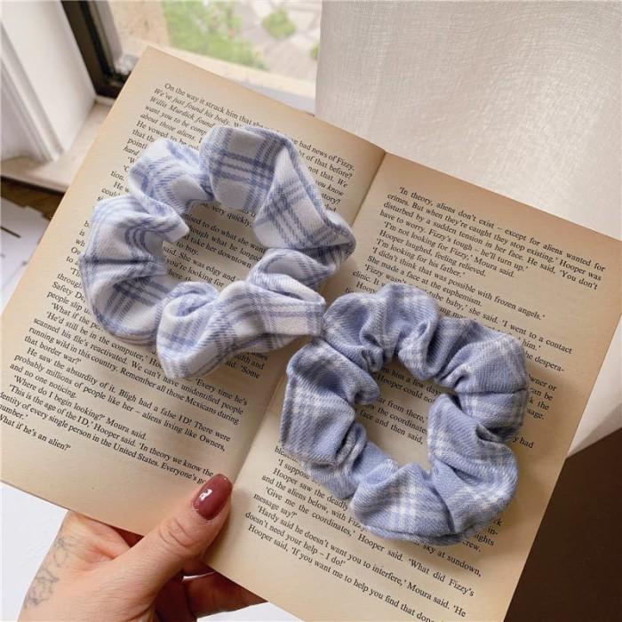 Foto Produk IK24 Ikat Rambut Scrunchie The Blue - Biru dari EnnWen Online Store