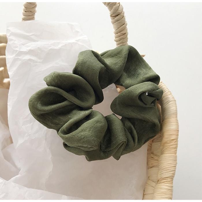 Foto Produk IK26 Ikat Rambut Scrunchie Satin Perancis - green dari EnnWen Online Store