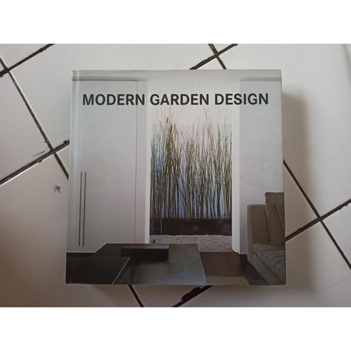 Foto Produk Buku Import Modern Garden Design dari Toko Buku Bekas Aksiku